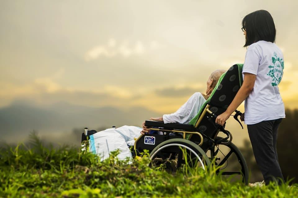 Améliorer les conditions de vie des personnes âgées